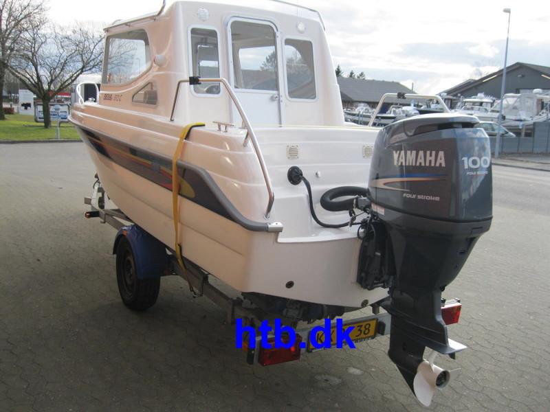 Bella 572C midtcabin m/Yamaha F100 hk og Brenderup trailer